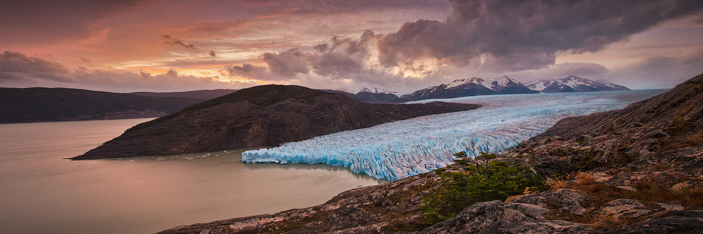 Sunset behind Glaciar Grey in Parque Nacional Torres del Paine